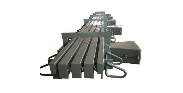 布朗(lang)抗震伸縮裝置